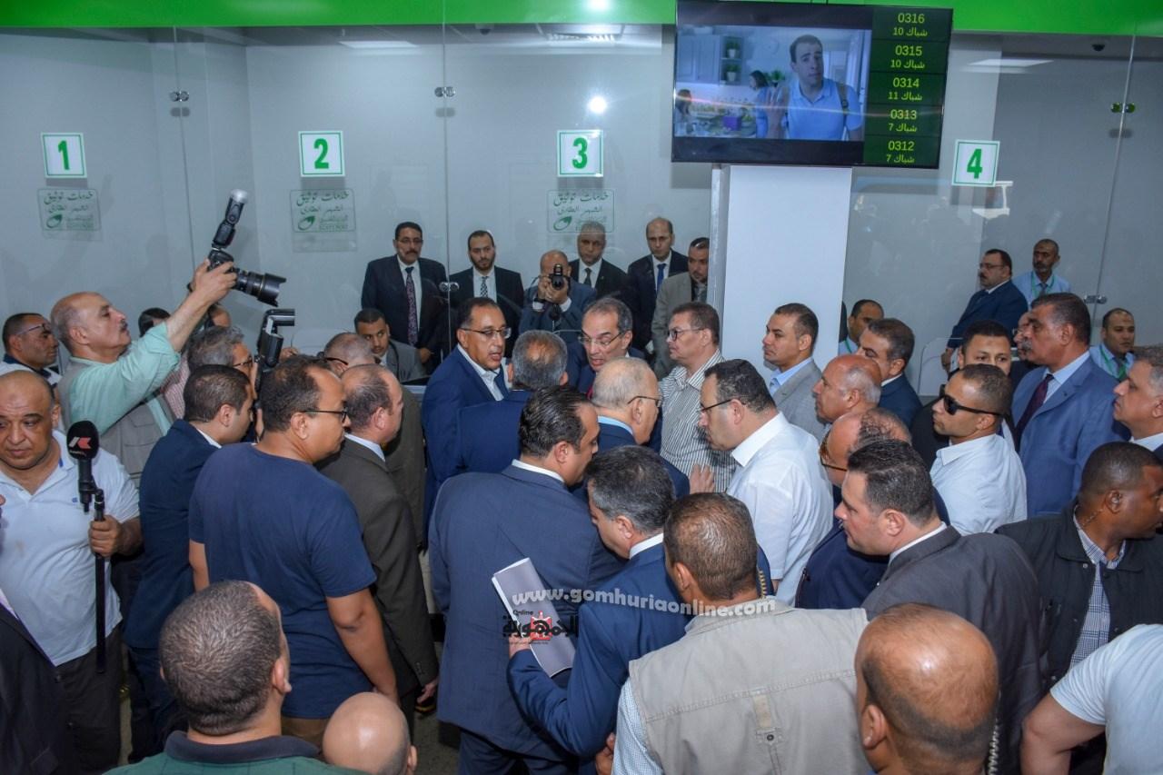 رئيس الوزراء ووزراء العدل والنقل والاتصالات فى افتتاح مكتب بريد المنشيه