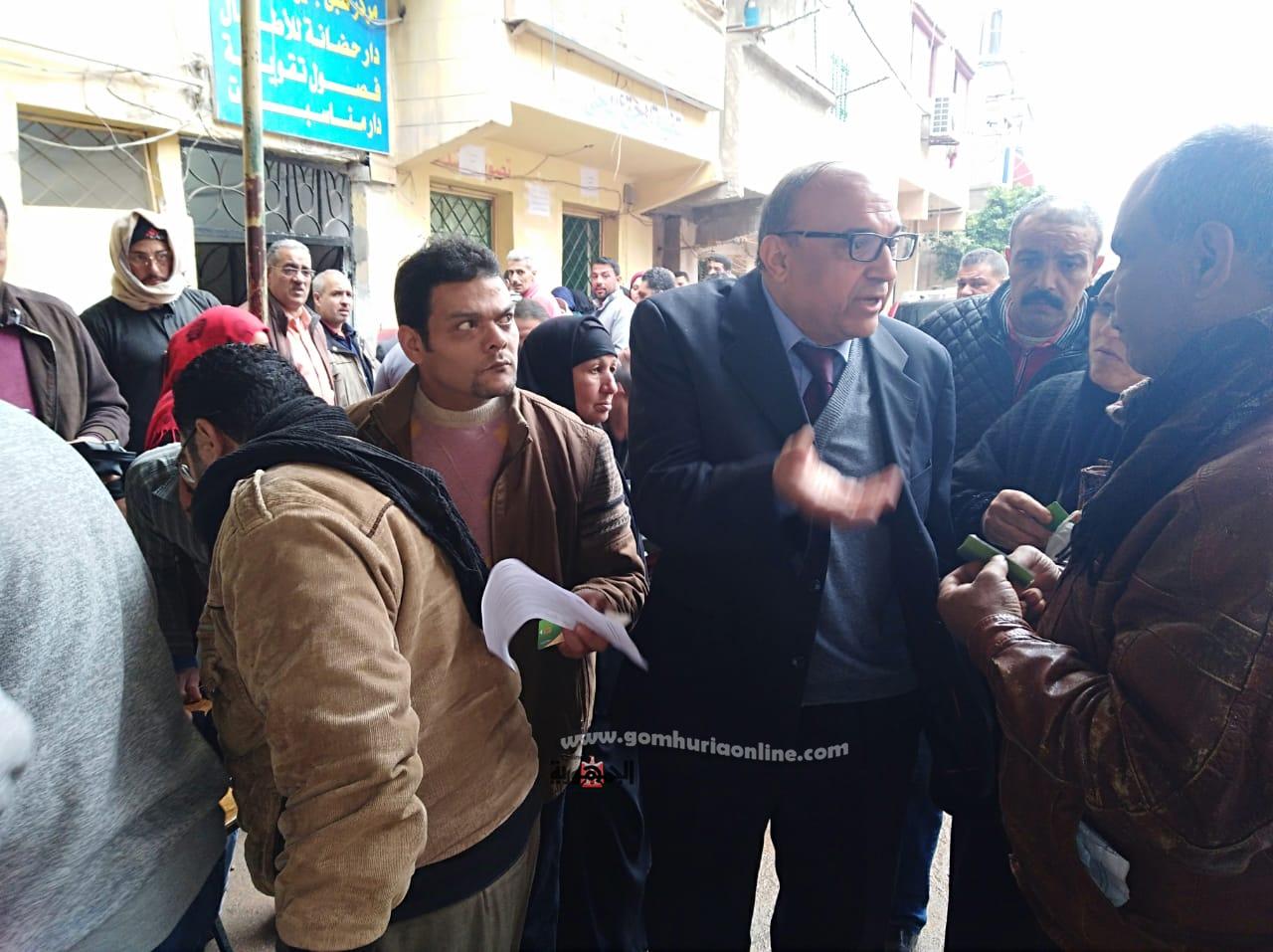 وكيل الوزارة أثناء الاستماع لشكاوى وطلبات المواطنين