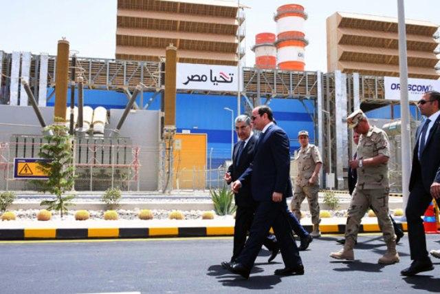 الرئيس أثناء إفتتاح أحد المشاريع الخدمية الكبرى