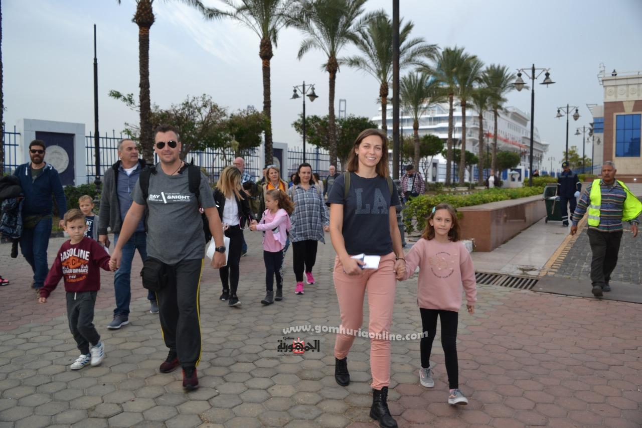 وصول  مئات السياح الاوربيين لميناء الاسكندرية على متن السفينةاالسياحية لمالطيه سليسيال