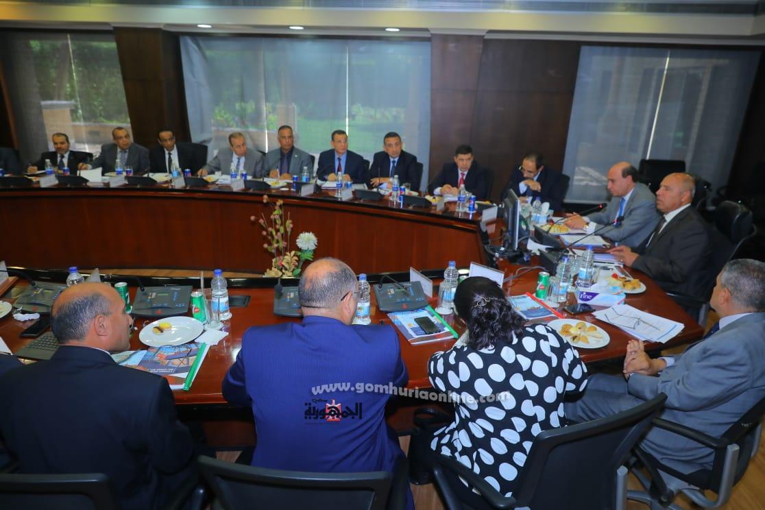 وزيرالنقل واجتماعه مع المجموعة المصرية للمحطات متعددة الاغراض