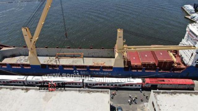 عربات القطارات الجديدة لدى وصولها لميناء الاسكندرية اليوم ----