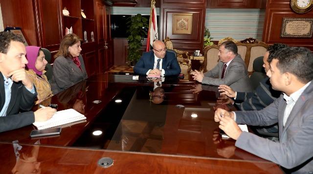 محافظ بني سويف يلتقى لجنة وزارة الصحة