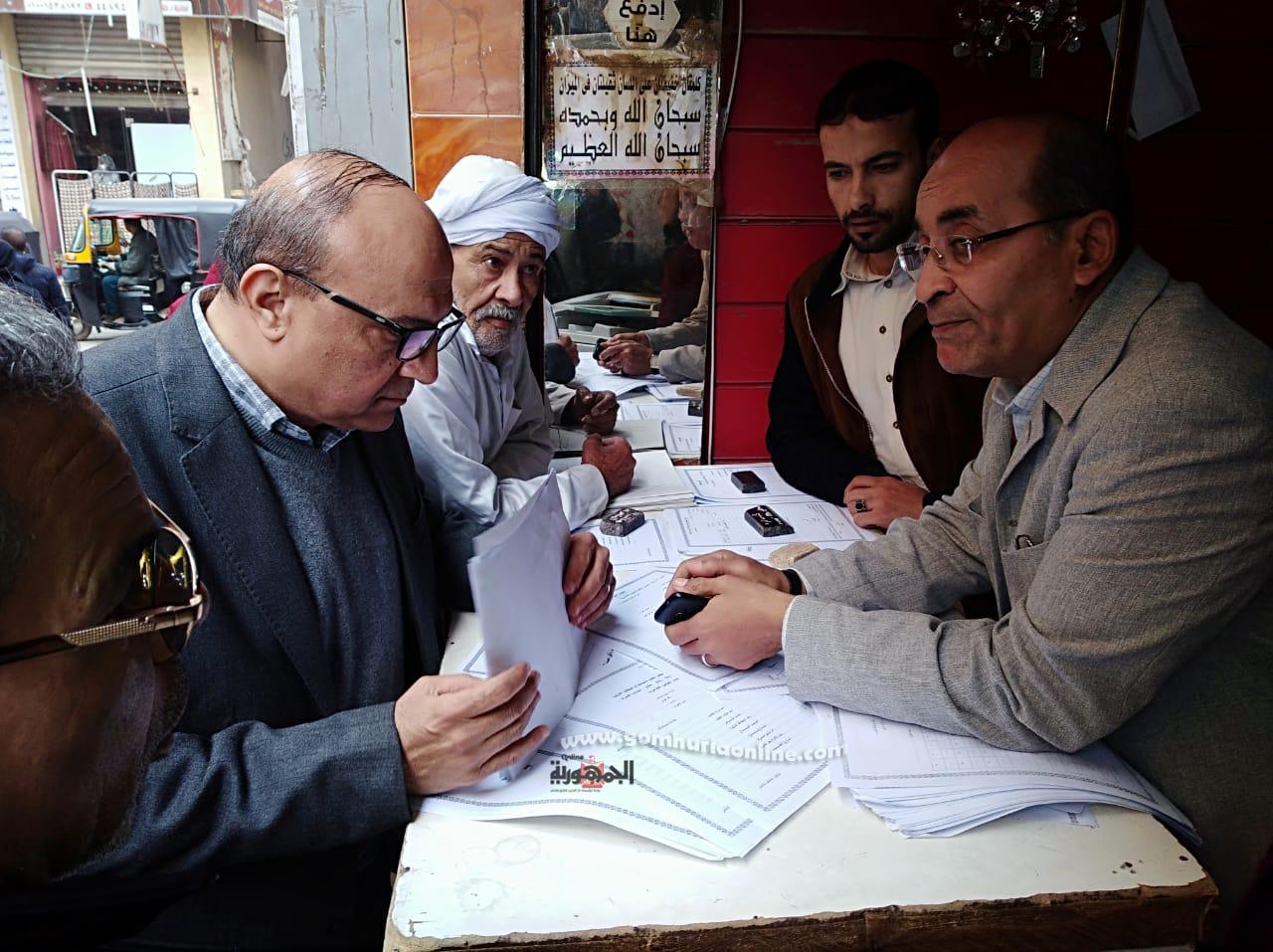 محمد سعد الله وكيل وزارة التموين يتفقد سجلات صوامع الغلال