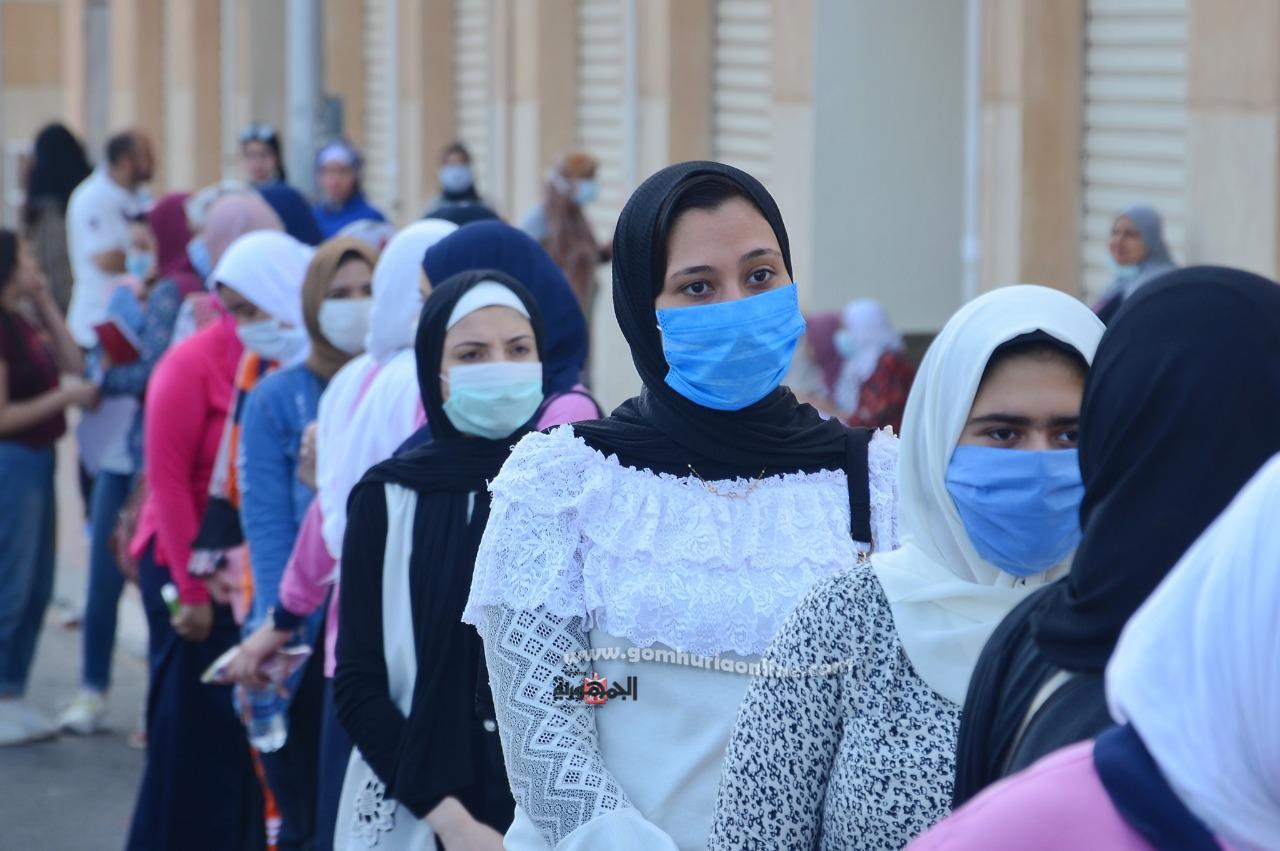 طالبات الثانوى قبل دخول الأمتحان