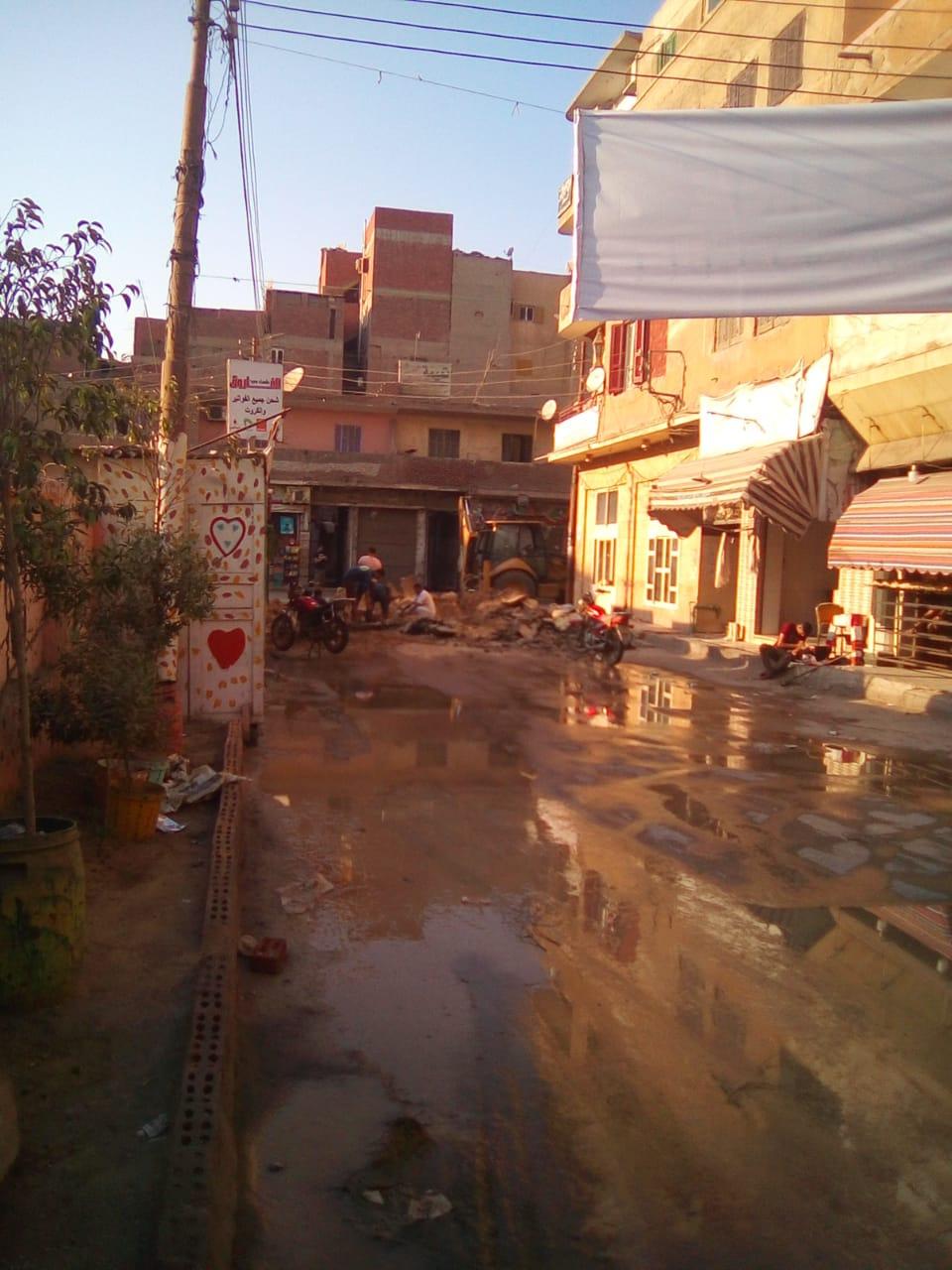 مكان انفجار ماسورة المياه الرئيسية بتقاطع سعد زغلول مع الجيش