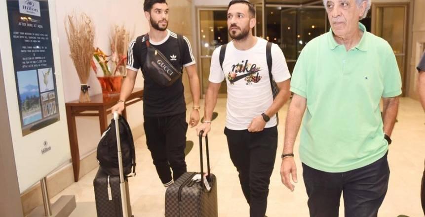 وليد أزارو وعلى معلول يصلان فندق إقامة الأهلي بغينيا