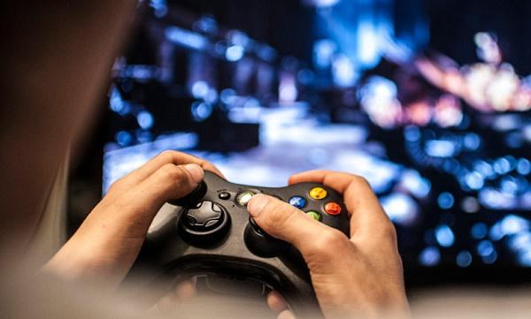 هل يجوز ممارسة الألعاب الالكترونية التي تحتوي على شتائم؟ .. دار الإفتاء تجيب