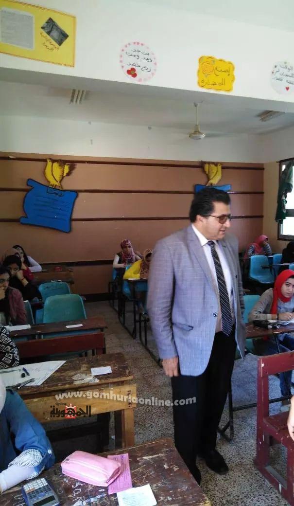 وكيل وزارة التربية والتعليم بجنوب سيناء يتابع سير امتحانات الشهادة الإعدادية بمدرسة الزهور