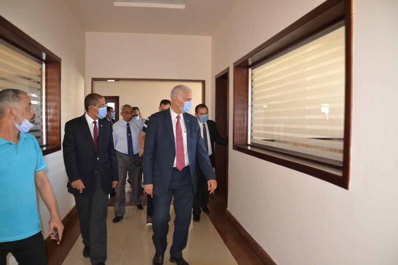 الكردى يفتتح اعمال التطوير بكلية الدراسات الاقتصادية