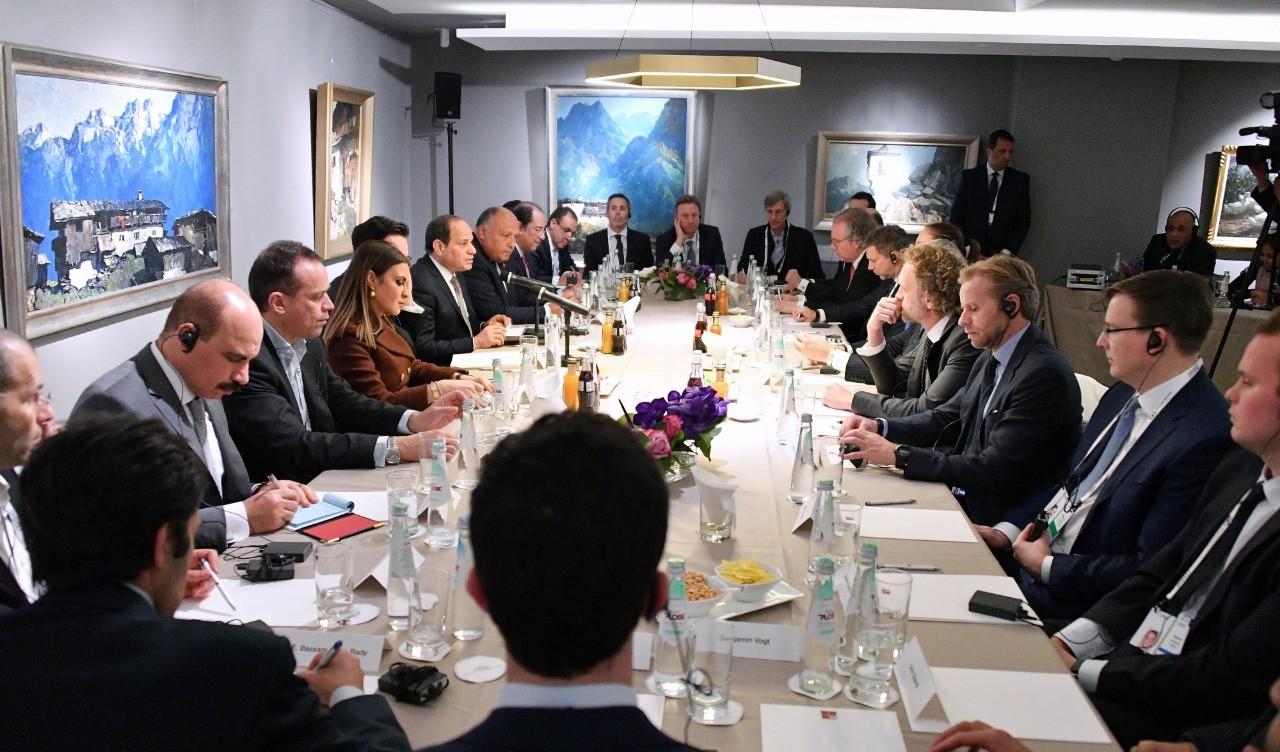 الرئيس خلال رؤساء الشركات الدولية