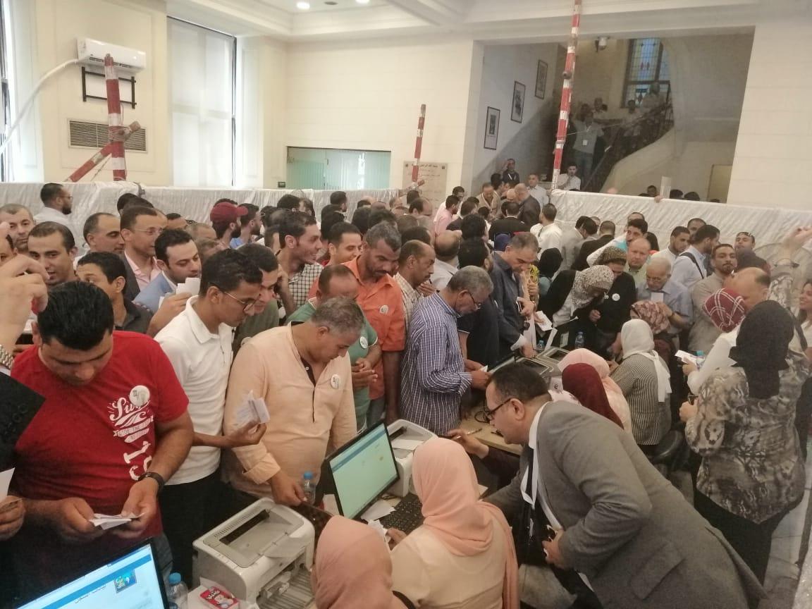 توافد تجار الإسكندرية للادلاء باصواتهم