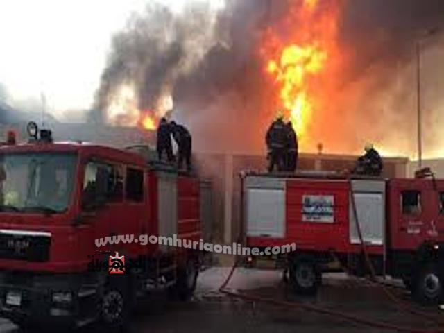 سيارات اطفاء تقاوم الحريق