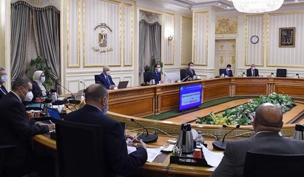 الحكومة: منع دخول الموظفين غير المطعمين بلقاح كورونا بعد 15 نوفمبر