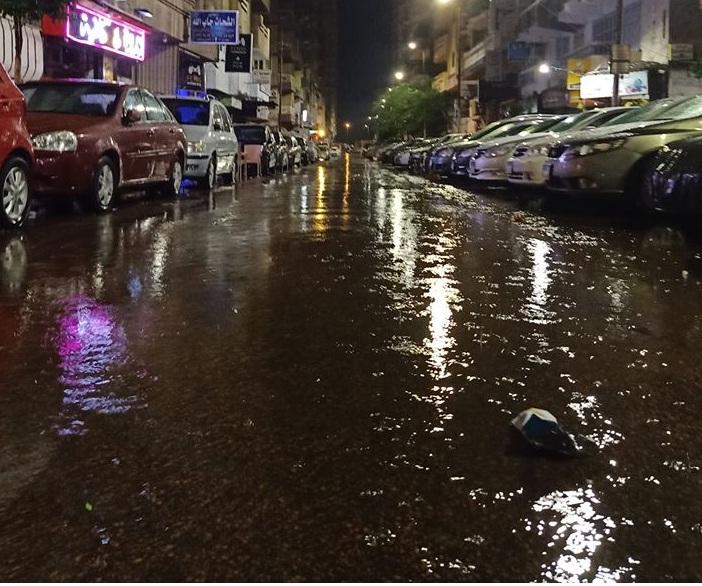 تساقط امطارمتوطة منذ قليل على معظم انحاء المدينة
