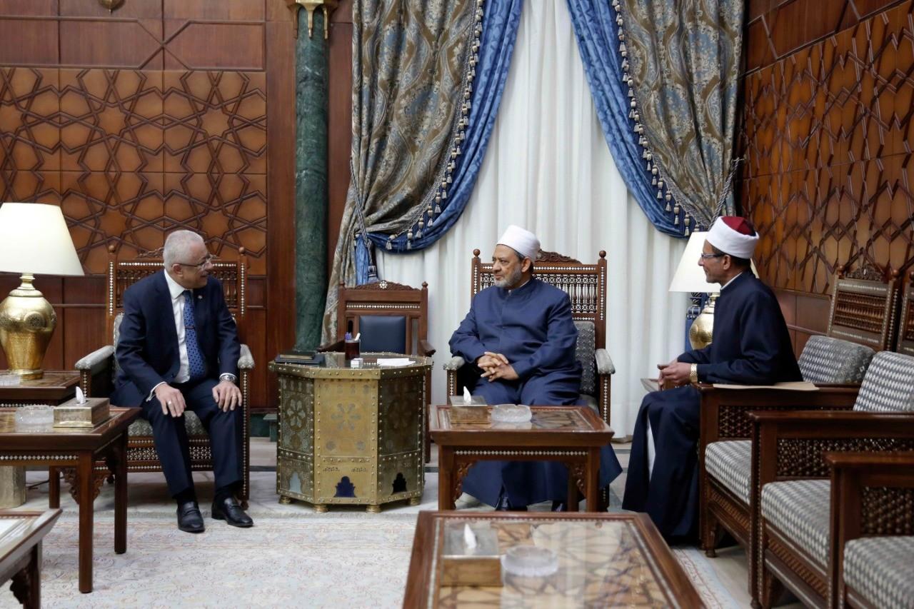 الإمام الأكبر وطارق شوقي وزير التربية والتعليم