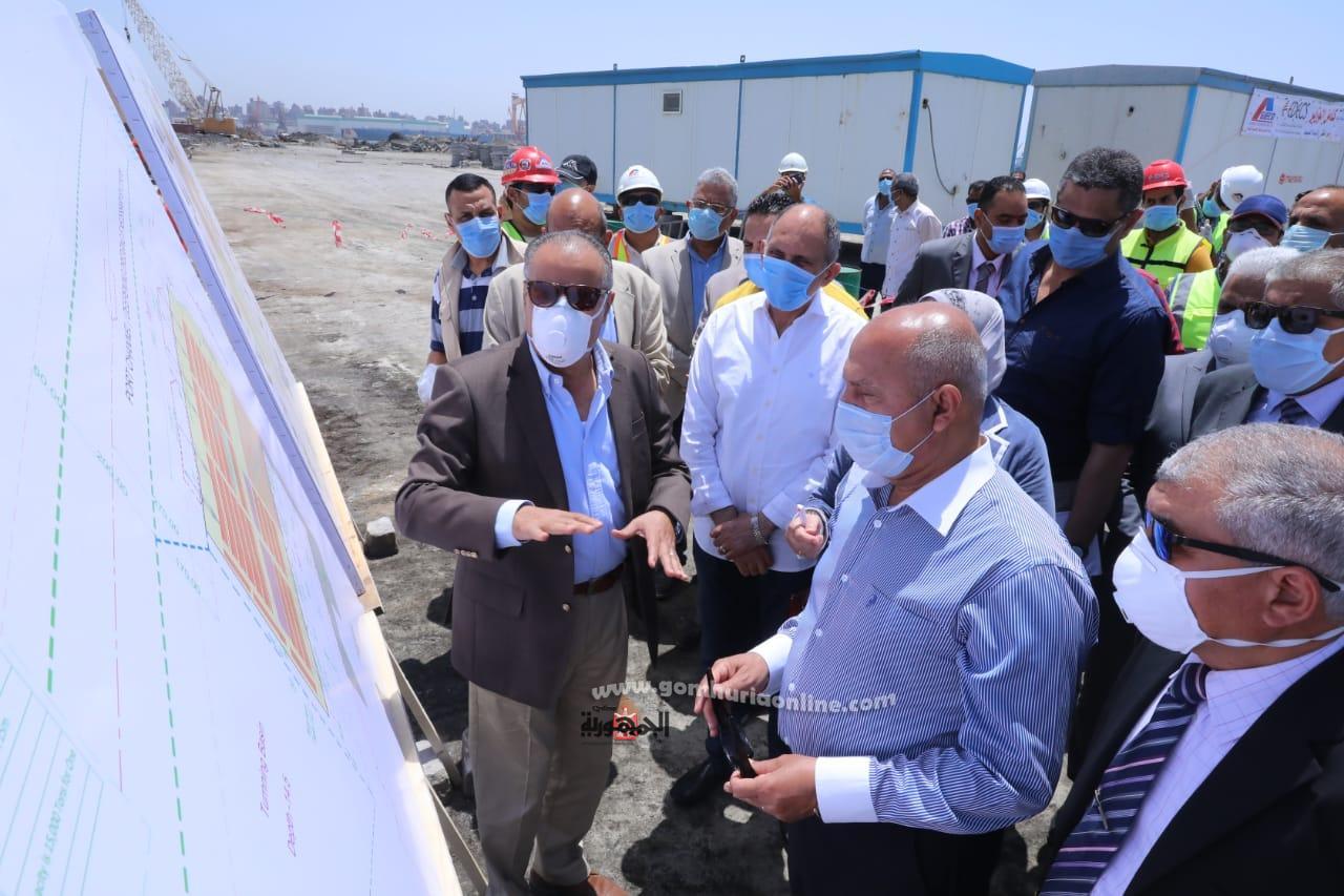 وزيرالنقل فى جولة تفقدية بميناء الاسكندرية لتفقد المشروعات القومية الكبرى الجارى تنفيذها بالميناء