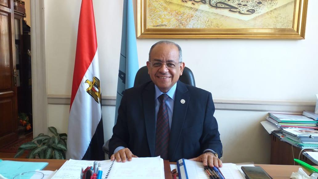 الدكتور احمد عثمان عميد كلية الطب