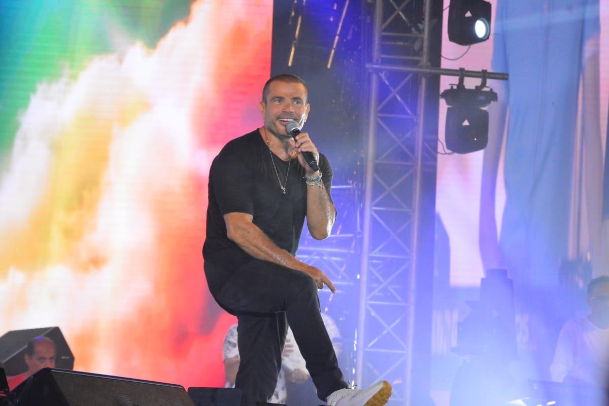 نتيجة بحث الصور عن عمرو دياب في حفل العلمين