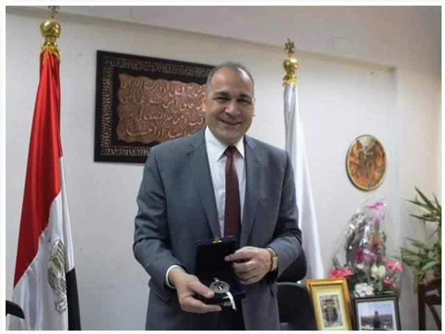 قلادة الكلية الجوية لوكيل وزارة التربية والتعليم بمحافظة القاهرة بالصور