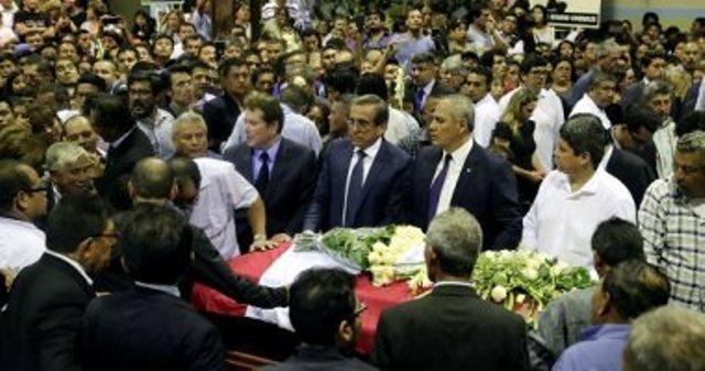 أنصار رئيس بيرو السابق أمام نعشه