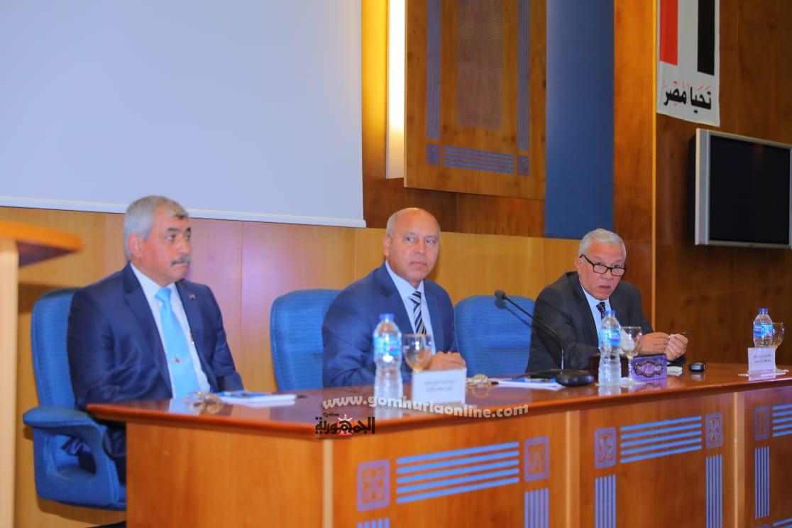 لقاء الوزيروالعاملين وقيادات الميناء والسلامة البحرية