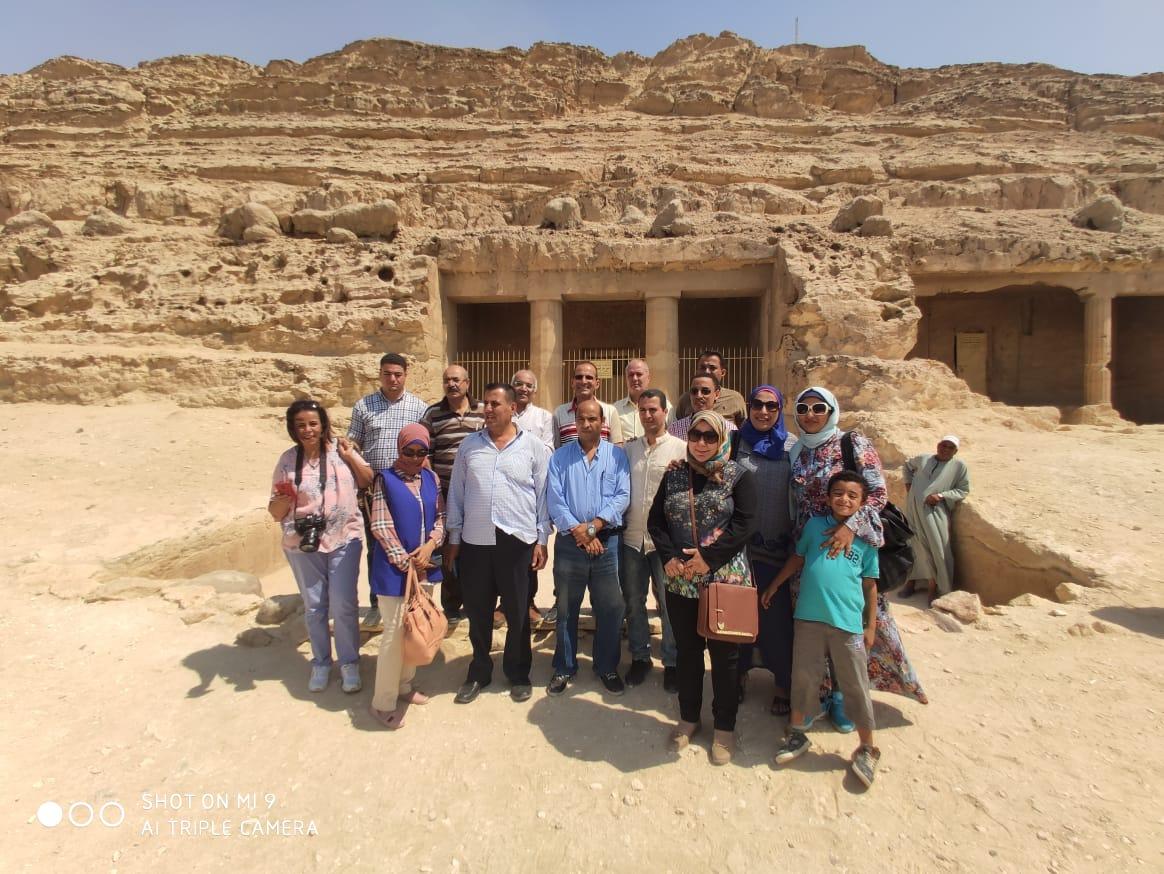 وفد نقابة الصحفيين يختتم زيارته للمنيا بتفقد مقابر بنى حسن والصحابة