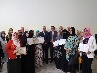 وزير القوي العاملة يسلم شهادات تخرجأول دفعة للمتدربات علي الحياكة