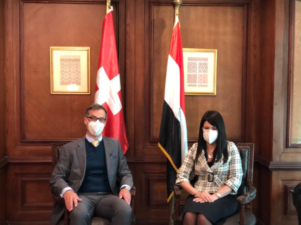 وزيرة التعاون الدولي والسفير السويسري