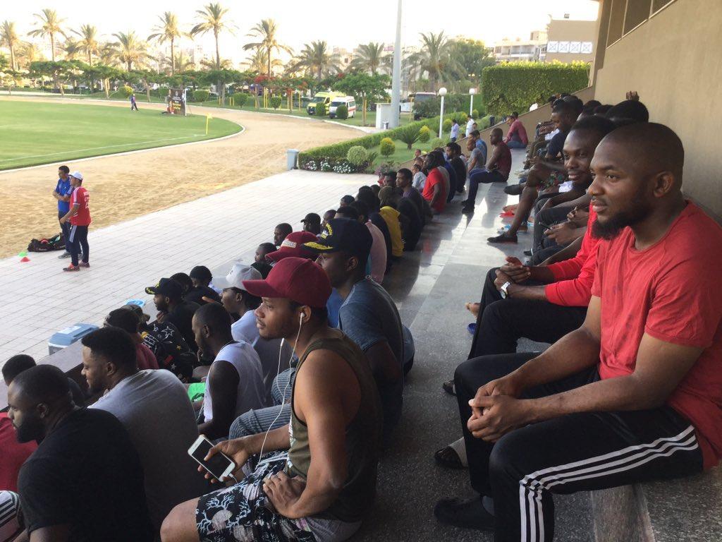 جماهير نيجيريا  تحتشد في مدرجات ملعب الاكاديميه