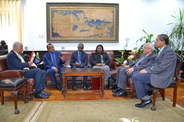 رئيس جامعة الإسكندريه يستقبل السفير