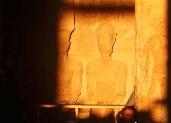 توافد السياح على معبد أبوسمبل لحضور