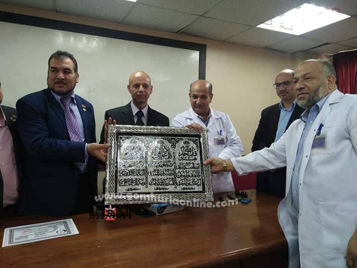 وكيل وزارة الصحة بالشرقية يكرم فريق المبادرة الرئاسية بمستشفي بلبيس