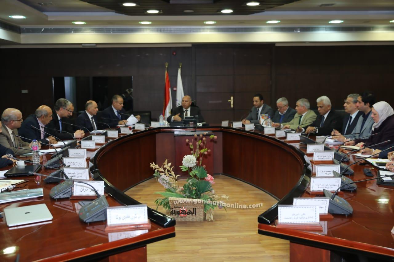 اجتماع وزيرالنقل مع الشركات المنفذة لمشروع المحطة متعددة الاغراض بميناء الاسكندرية