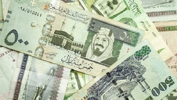 أسعار الريال السعودى والجنيه الإسترلينى والدينار الكويتى