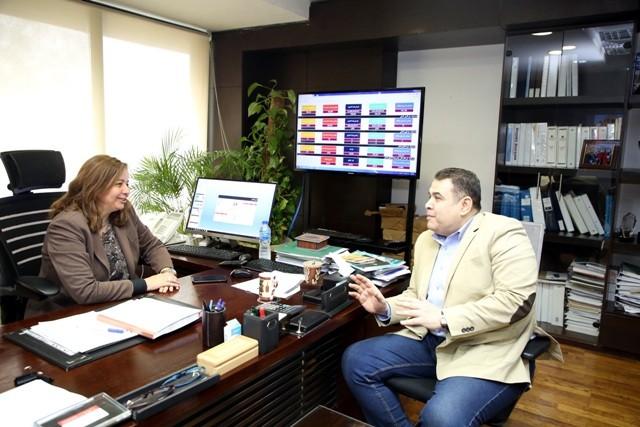 د. مى عبد الحميد، مع محرر الجمهورية اونلاين