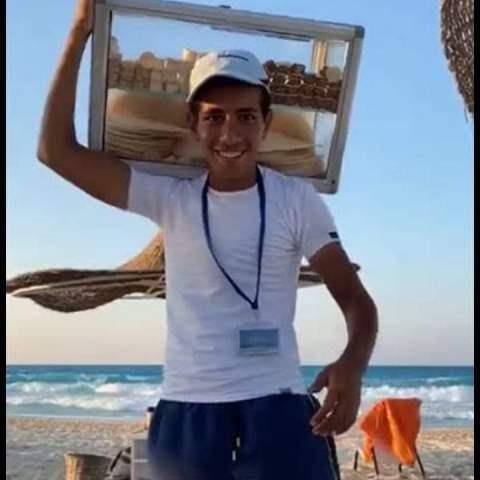 «بائع الفريسكا» يحصل على تقدير امتياز فى الفرقة الأولى بكلية طب الإسكندرية