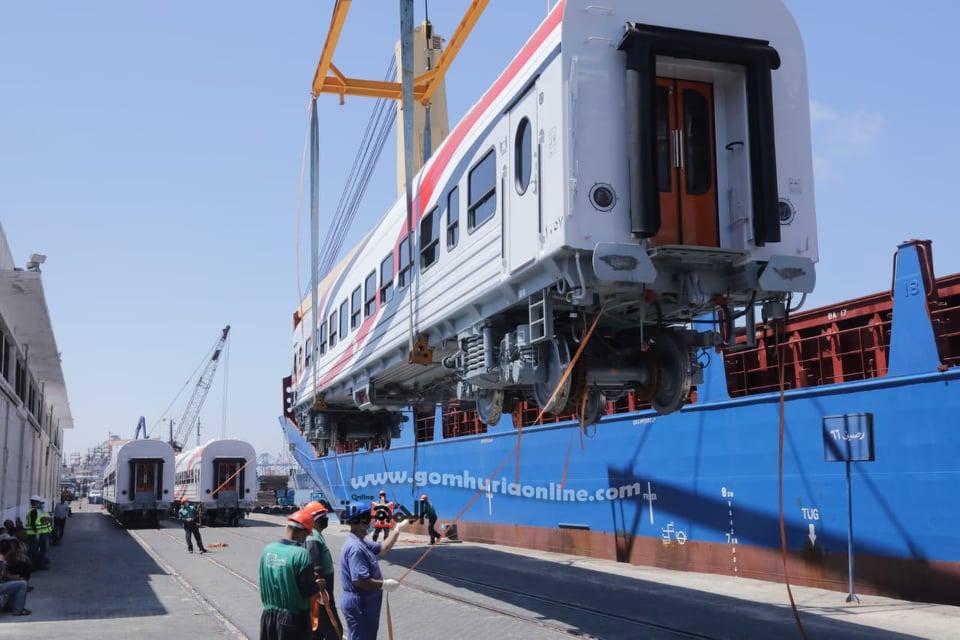 وصول عربات سكة حديد من روسيا والمجر