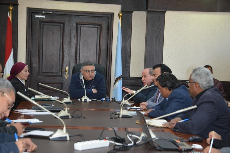 اجتماع محافظ البحرالأحمر والمهندس محمد السيد رئيس شركة القناة لتوزيع الكهرباء