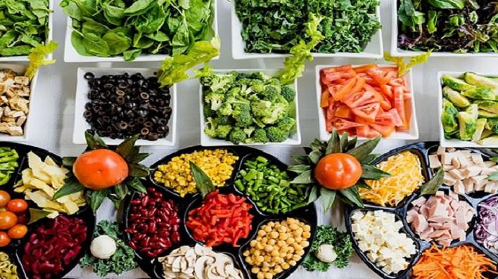 10 اطعمة هامة بعد الخمسين