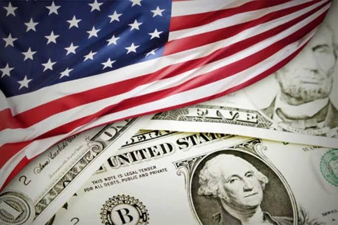 الدولار يتعرض لأكبر هبوط أسبوعي في 10 سنوات