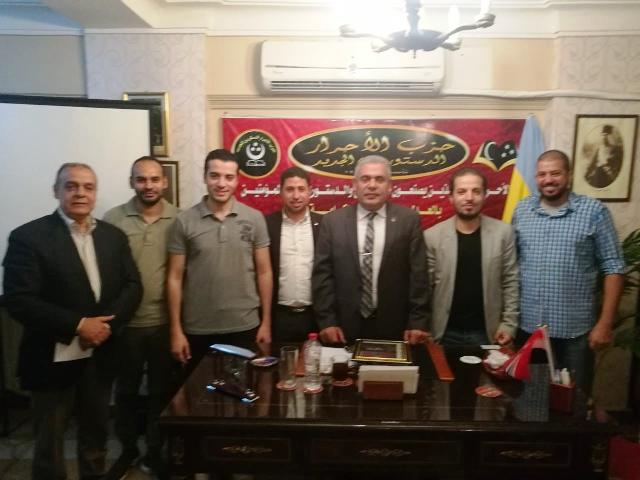 اللواء ذكريا عباس وأعضاء الحزب