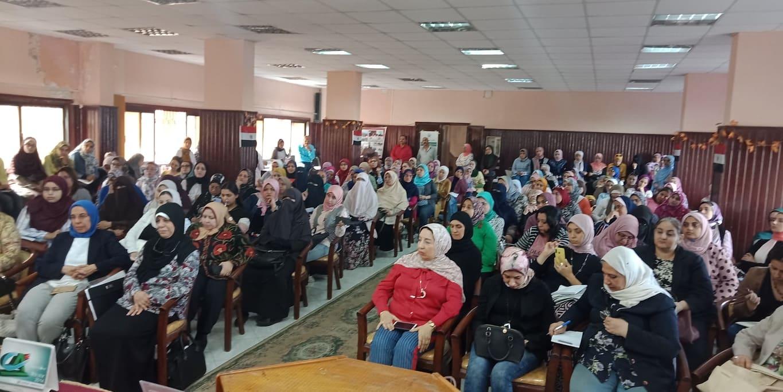 الحضور فى ندوة العنف بين الشباب بمركز النيل للأعلام
