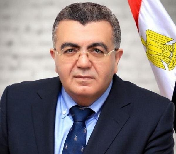 د. حاتم صادق خبير دولي