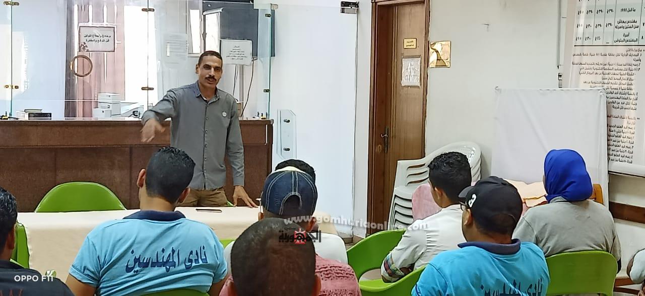 المهندس محمد ابوزيد يدرب  العاملين