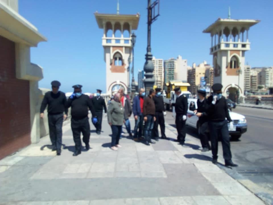 اللواء دكتورحسن الامام رئيس شرطة المرافق يقود حملات لاخلاء الكورنيش من التجمعات
