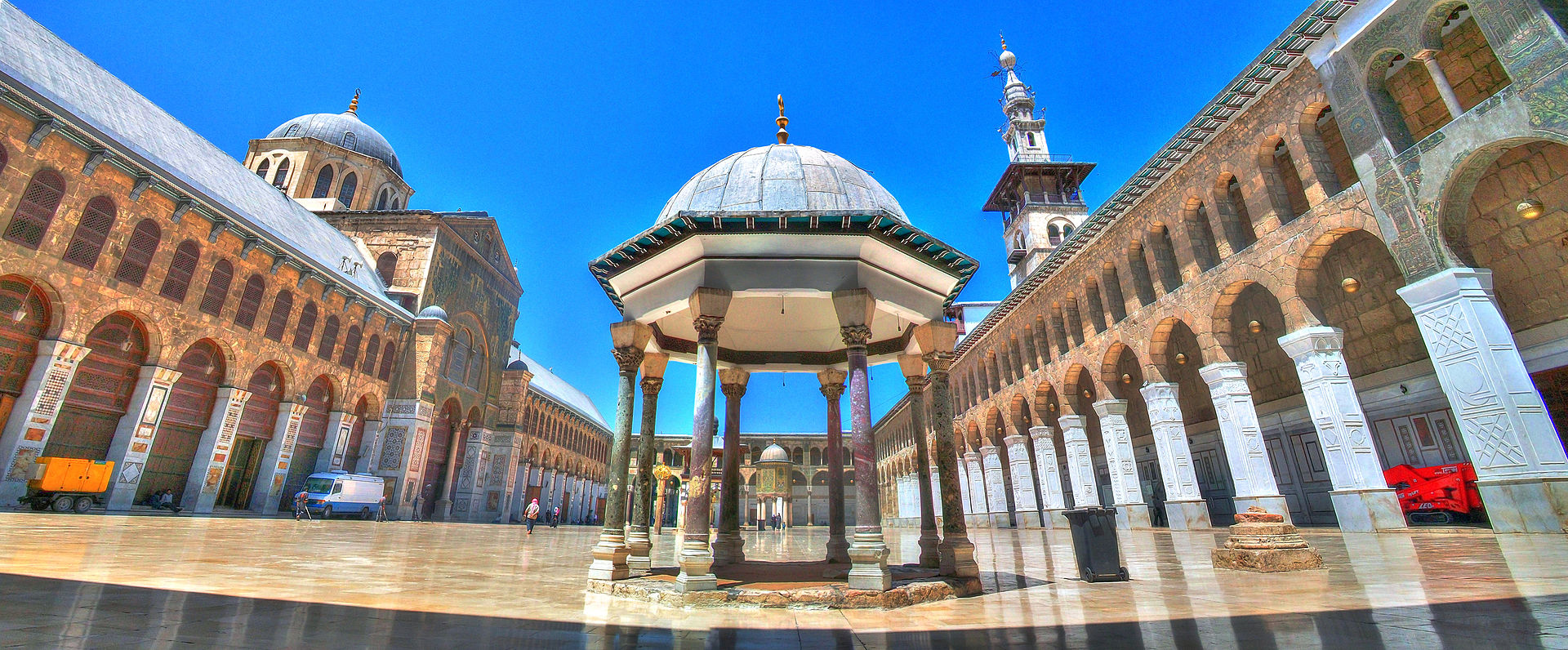 الجامع الأموي بدمشق بني عام 705م ويتألف من 24 قنطرة و3 مآذن الموقع الرسمي لجريدة ع مان
