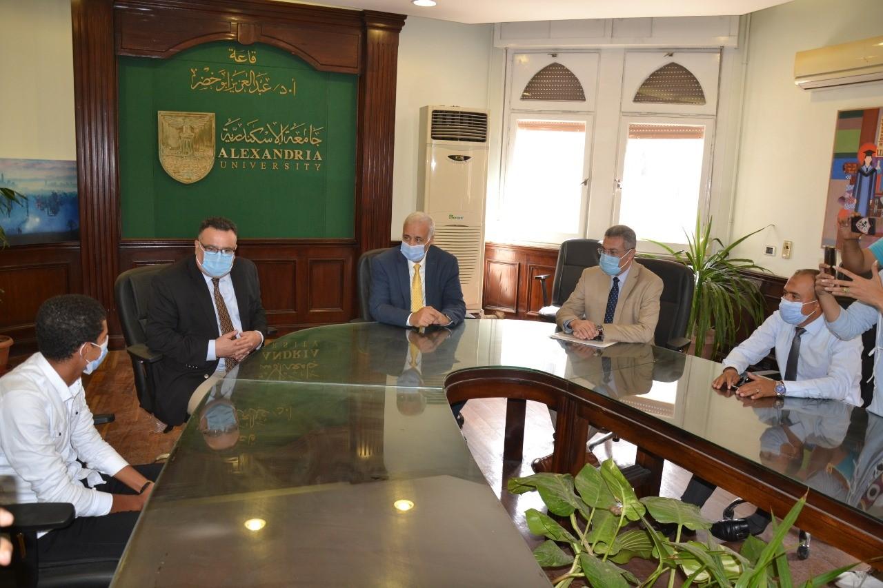 رئيس جامعة الاسكندرية يستقبل الطالب  ابراهيم