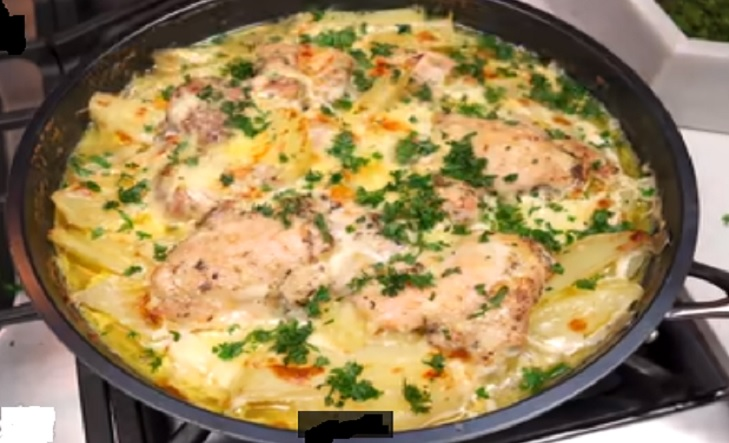افخاد الدجاج بالكريمة والبطاطس