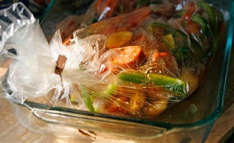 لحم وخضروات فى الكيس الحرارى